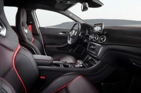 Mercedes-Benz GLA 45 AMG: салон