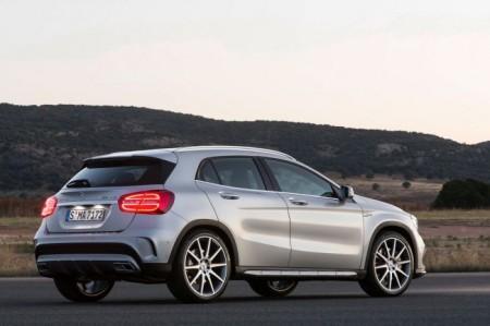 Mercedes-Benz GLA 45 AMG: вид сзади