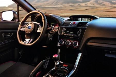 Subaru WRX STI 2015: салон