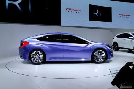 Honda Concept B: вид сбоку