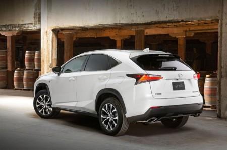 Lexus NX: вид сзади