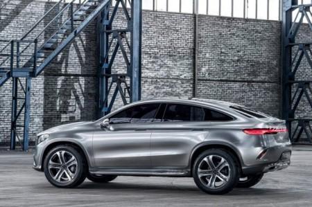 Mercedes MLC: вид сбоку