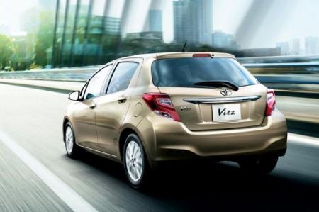 Toyota Yaris 2015: вид сзади