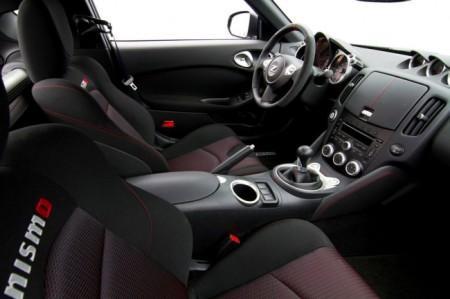 Nissan 370Z Nismo 2015: салон