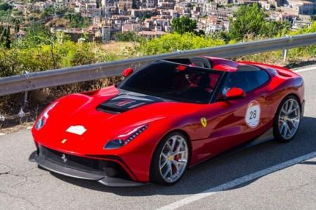Ferrari F12 TRS: вид спереди