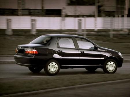 Fiat Albea: вид сзади