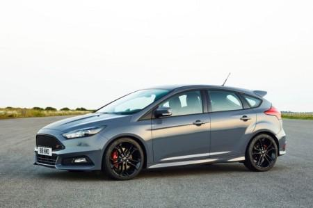 Ford Focus ST 2015: вид сбоку