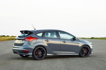 Форд Фокус СТ 2015: вид сзади