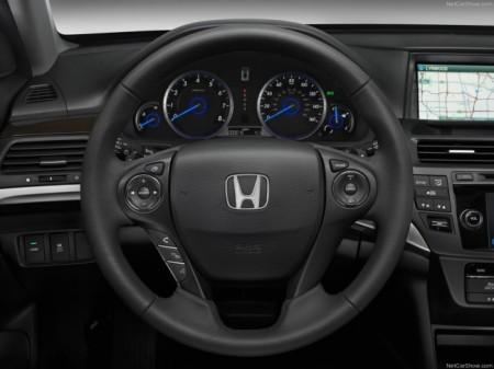 Хонда Кросстур: салон