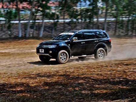 Mitsubishi Pajero Sport 2: вид сбоку