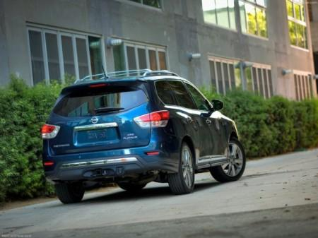 Nissan Pathfinder 4 (R52): вид сзади