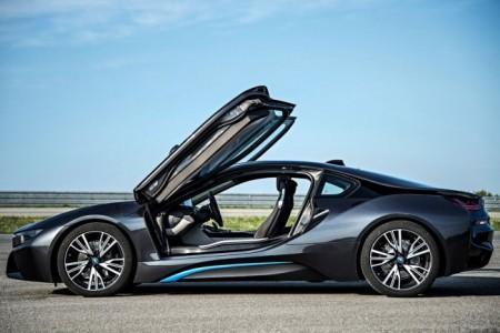BMW i8: вид сбоку
