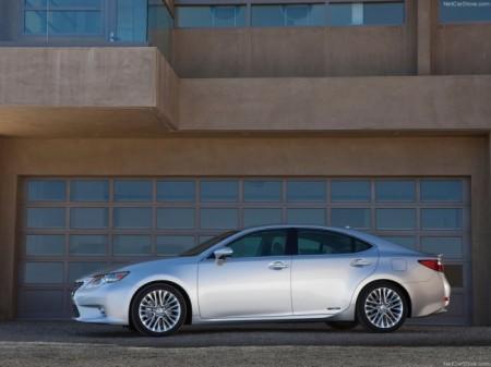 Lexus ES: вид сбоку