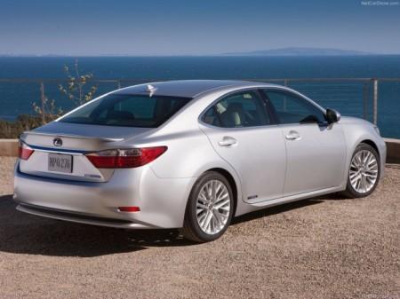 Lexus ES: вид сзади