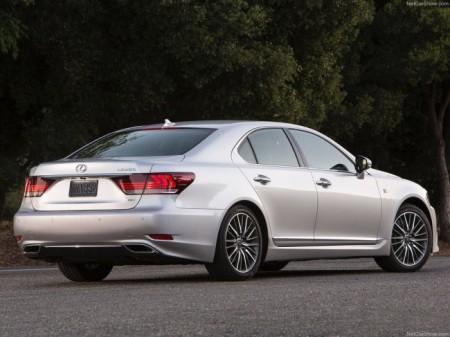 Lexus LS: вид сзади