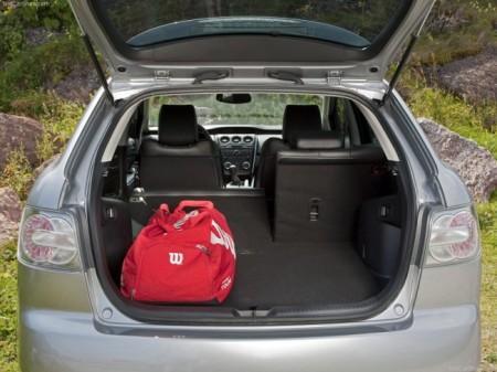 Mazda СХ-7: багажник