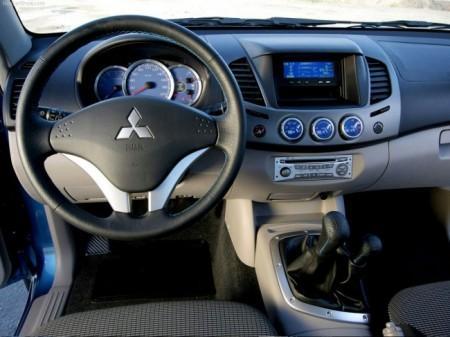 Mitsubishi L200 2014: салон