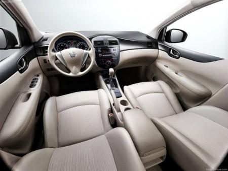 Nissan Tiida 2: салон