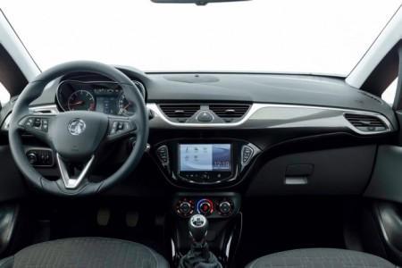 Opel Corsa E: салон