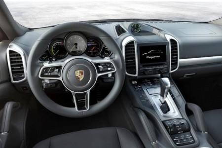 Porsche Cayenne 2015: салон