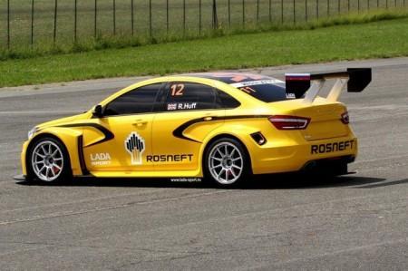 гоночная Lada Vesta WTCC