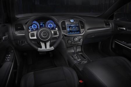 Chrysler 300C SRT8: салон