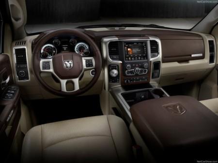 Dodge Ram 1500: салон