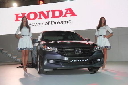 Honda Accord 2015 на автосалоне в Москве