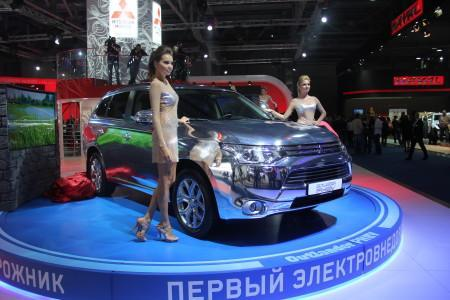 Mitsubishi Outlander PHEV на Московском автосалоне