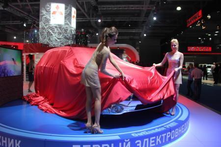 Mitsubishi Outlander PHEV: под шатром на ММАС-2014