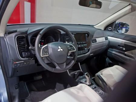 Mitsubishi Outlander PHEV: салон