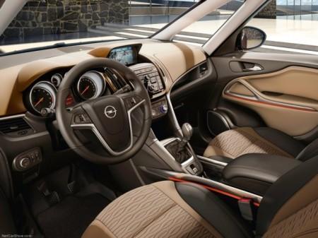 Opel Zafira Tourer: салон