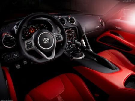Dodge Viper 2015: салон