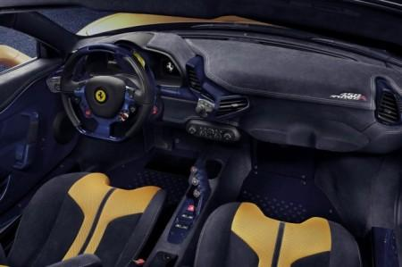 Ferrari 458 Speciale A салон