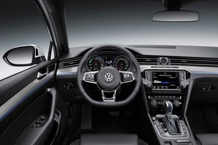 VW Passat B8 GTE салон