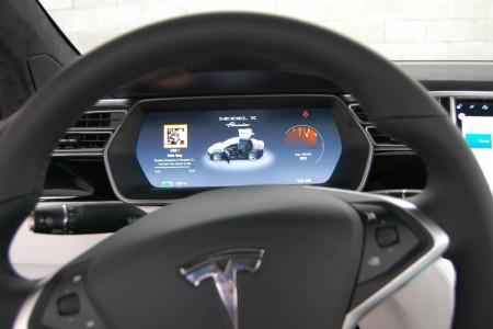 приборная панель Tesla Model X