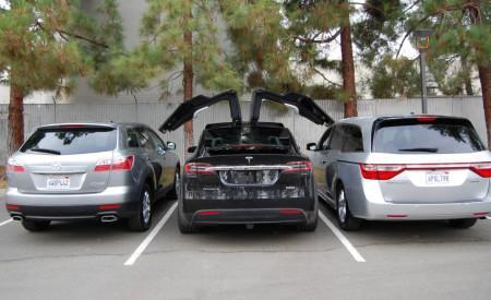 удобство открывания дверей Tesla Model X
