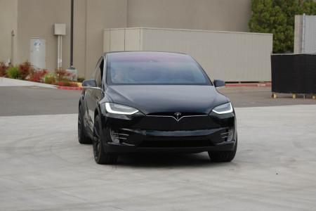 черный Tesla Model X