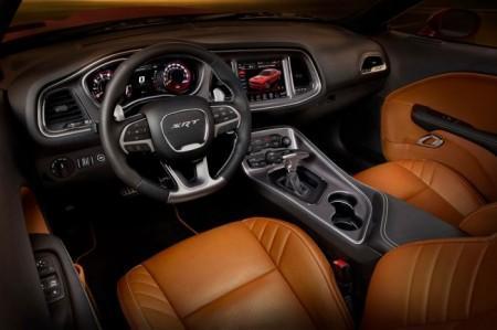 Dodge Challenger SRT Hellcat салон