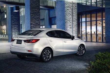 Mazda 2 седан 2016