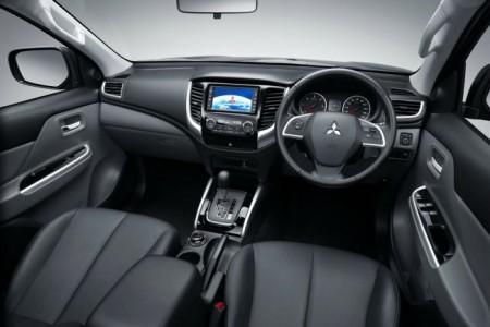 Mitsubishi L200 V салон