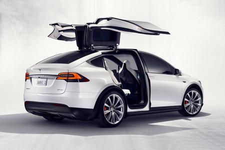 Tesla Model X - задние двери