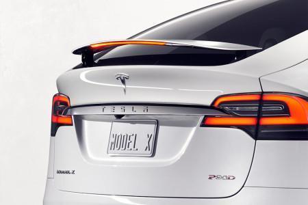 Tesla Model X - спойлер