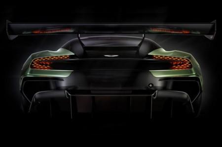 Aston Martin Vulcan вид сзади