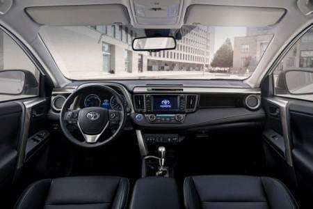 Toyota RAV4 Hybrid - салон