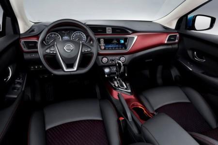 Nissan Lannia салон