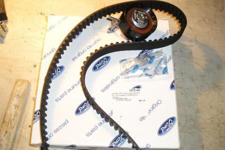 новый ремень ГРМ и ролик для Форд Фокус 2