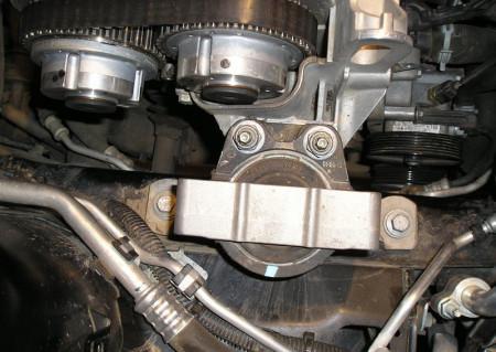 снимаем опору двигателя на Форд Фокус 2