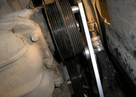 снимаем шкив приводных ремней на Форд Фокус 2