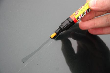 устранение царапин специальным карандашом